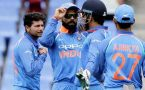 India vs Australia 2nd ODI : MS Dhoni guides bowlers and fielders
