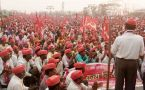 Mumbai : 50,000 farmers march from Nashik to protest against political apathy