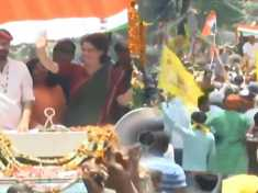 Priyanka Gandhi's Mirzapur roadshow gathers crowds, Watch Video