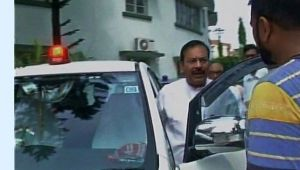 West Bengal Minister uses red beacon on his car, defies centre ban