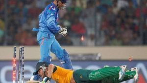 ICC Champions Trophy : MS Dhoni and Hardik Pandya's quick fielding runs out Ab de Villiers