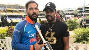 Yuvraj Singh gifts Darren Bravo his favourite bat