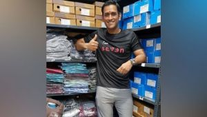 MS Dhoni opens first store of his brand 'Seven' in Ranchi