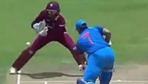 India vs West Indies 3rd ODIs: MS Dhoni stuns West Indies wicketkeeper while batting