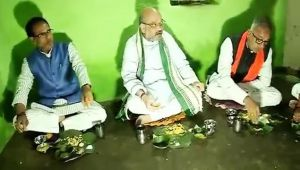 Amit Shah, Shivraj Singh have lunch at villager's place in Madhya Pradesh