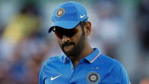 India vs Sri Lanka 5th ODI : MS Dhoni gets wrong with DRS call