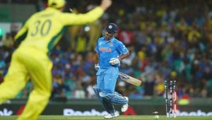 India vs Australia 4th ODI : MS Dhoni out on 13, misses from taking host to win