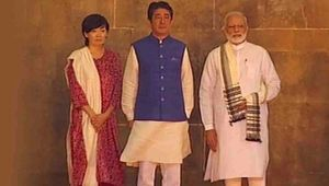 PM Modi and Shinzo Abe visit Sidi Saiyyed mosque in Ahmedabad, Watch