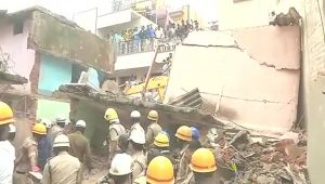 Bengaluru : 4 story building collapse, many feared trapped