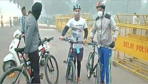 Delhi Air Pollution : Fitness enthusiasts remained undeterred by thick smog