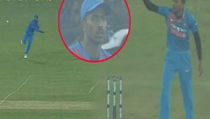 India vs SL 1st T20I : Hardik Pandya gets upset from over throw by Manish Panday