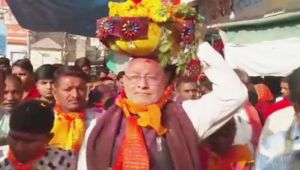 BJP wins Gujarat and Himachal elections, Modi's brother visit Dwarkadhish Temple