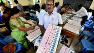RK Nagar bypolls 2017 : Election commission replaces the returning officer