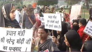 Triple Talaq : Muslim women protest against Congress for stalling bill in Parliament