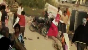 Group Violence Over Childen's Issue In UP  Watch Video