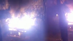 Mumbai : Fire broke out in a chawl's godown at Reay Road, Watch video