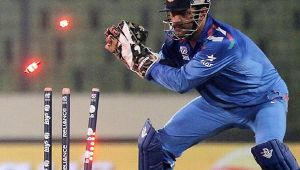 India vs South Africa 5th ODI: MS Dhoni follows 'The Mahi Way' of wicketkeeper style