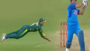 India vs South Africa 5th ODI : Markram takes diving catch to dismiss MS Dhoni for 13 runs Oneindia