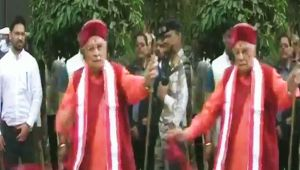 Murli Manohar Joshi gets angry during ribboncutting ceremony in Kanpur