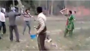 Indian woman fights off 4 men to save her husband, watch video