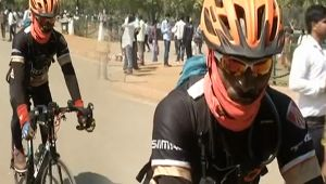 Chattisgarh cop sets off a 6000 km 'peace ride' from Delhi to Bastar