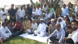 Anna Hazare starts indefinite hunger strike at Delhi's Ramlila Maidan