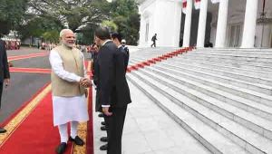 PM Modi gets grand welcome at Merdeka Palace in Jakarta