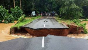 Kerala Rains : Road gets washed away in Malappuram after flash flood