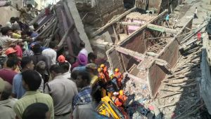 New Delhi : 3 Storey Building in Ashok Vihar collapses, People Injured