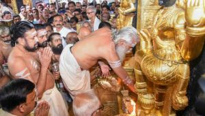 Sabarimala temple : Devotees throng to offer prayers to Lord Ayyappa