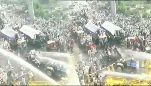 Kisan Kranti Padyatra : Police uses Tear Gas, Water Cannons to stop Protesting Farmers