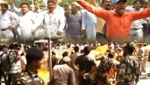 Sanitation Workers intensify Strike, Police Baton Charge On Protestors
