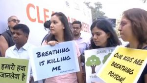 Delhi Air Pollution : Public protests outside Paryavaran Bhavan