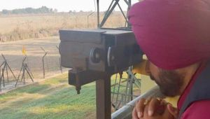 Navjot Sidhu offers prayers to Nankana Sahib from Gurdaspur border