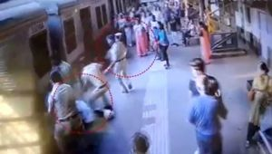 GRP personnel save lives of 2 women at Dadar railway station, CCTV Footage