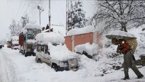 Jammu and Kashmir turns White after Fresh SNOWFALL, WATCH VIDEO