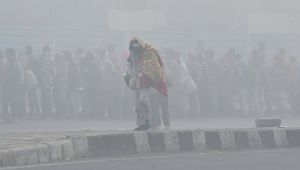 Cold wave clutches Delhi, temperature dips to 5°C