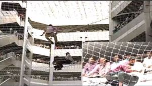 Man climbs on Mantralaya safety net over his demands in Mumbai