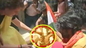 Priyanka Gandhi Vadra plays with Snakes in Rae Bareily election Campaign