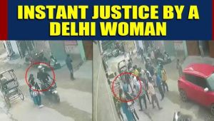 Brave Delhi woman fights off chain snatcher, Video goes viral