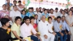 Haryana govt hands over 'empty envelopes' to 2 CWG players