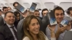 Safe as chocolate, Samsung hands out Galaxy Note 8 to 200 passengers free of cost