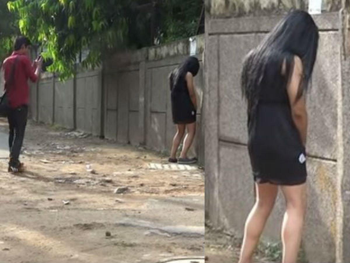 Black Girls Peeing
