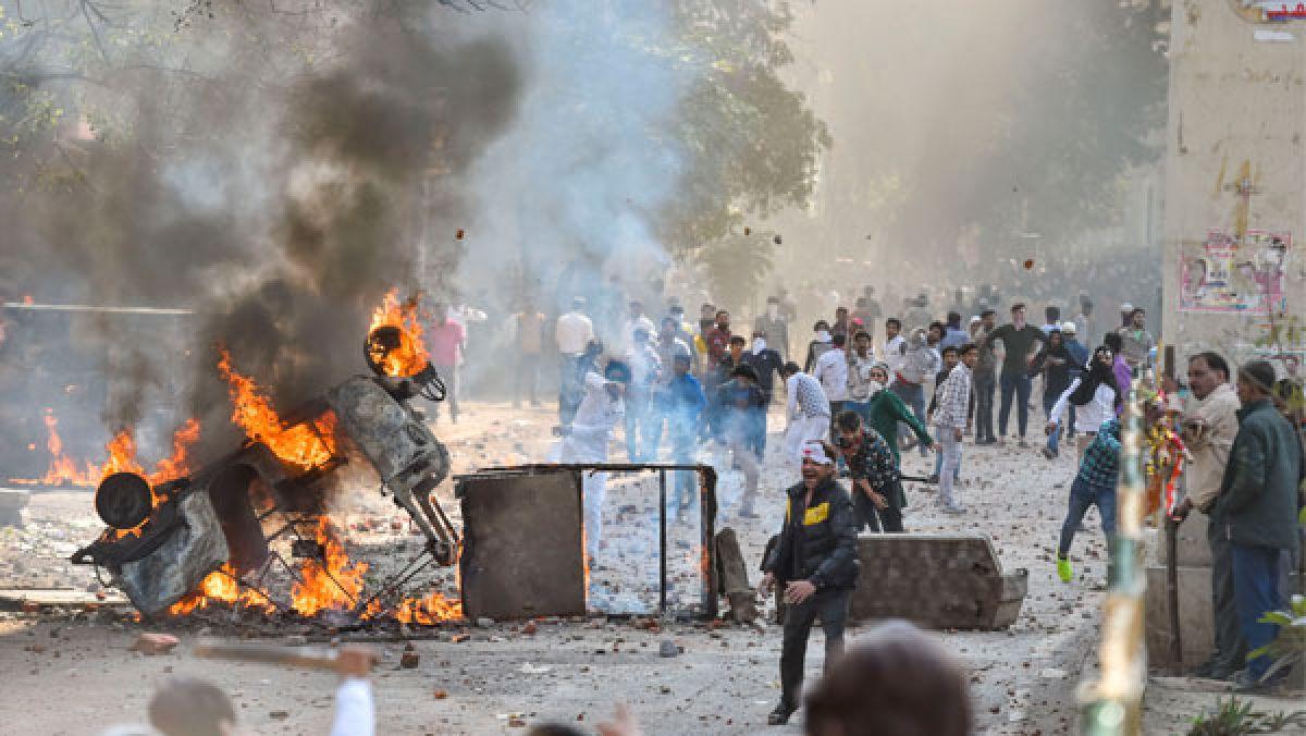 Delhi riots: Massive stockpiling of arms caught cops off guard - Oneindia  News