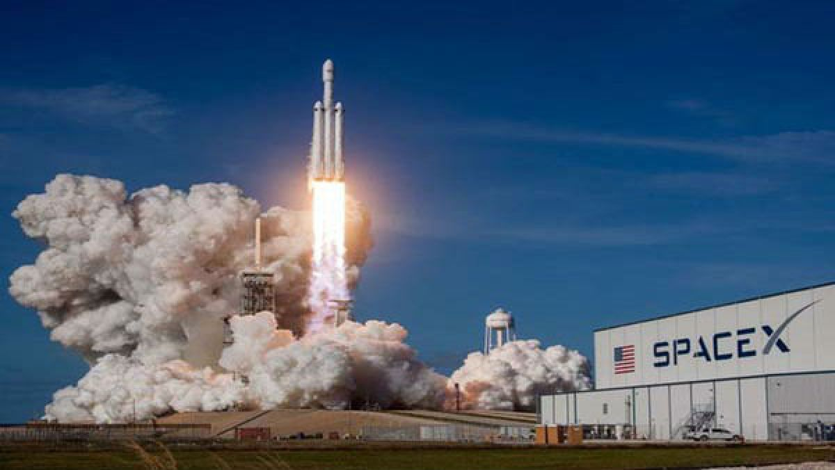 SpaceX capsule departs station with 4 astronauts, heads home