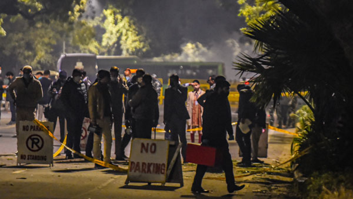 At blast site in Delhi, a note to the Israeli ambassador with a mention of  Qasem Soleimani - Oneindia News