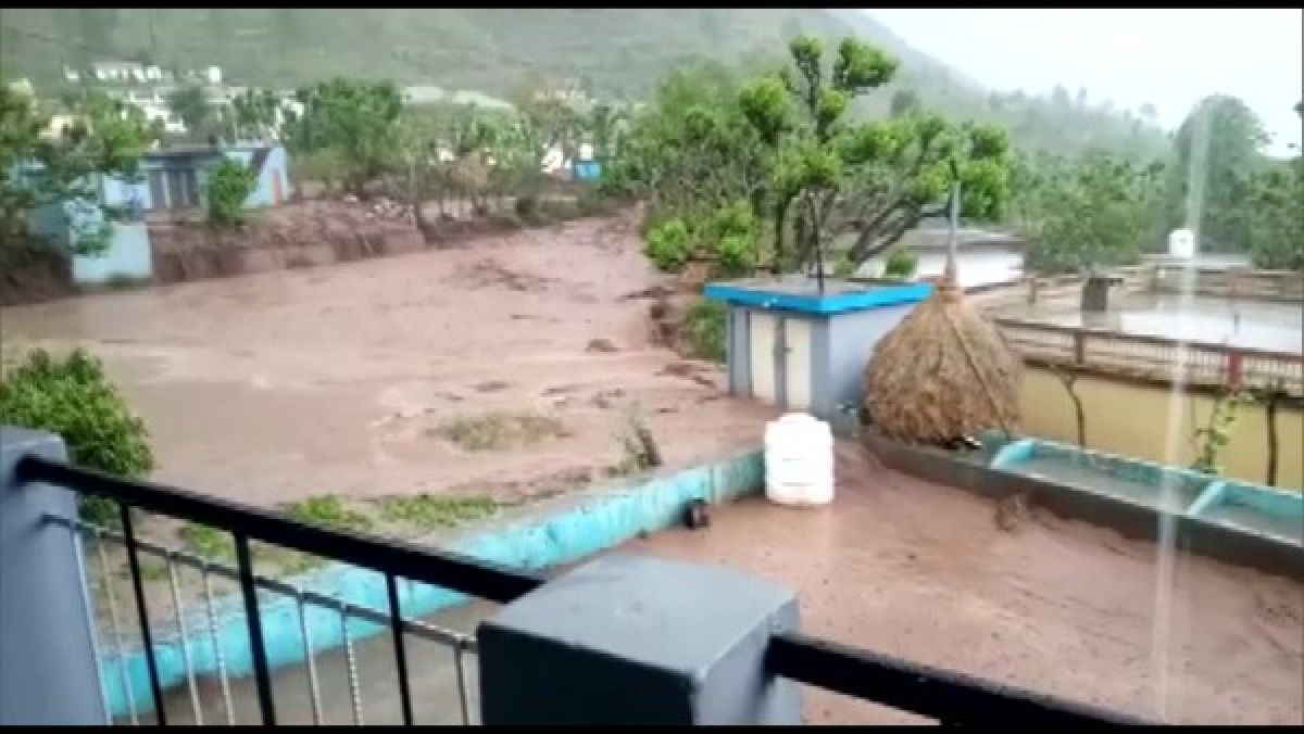 Uttarakhand: Several houses, roads damaged due to a cloudburst in  Uttarkashi's Tehri and Rudraprayag - Oneindia News