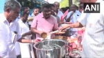 Kerala Congress leaders serve beef curry, bread outside police station in Kozhikode