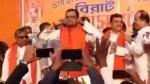 Seeking forgiveness, TMC leader does 'uthak-baithak' on stage as he joins BJP