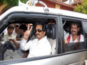 K'taka ex CM Bangarappa resigns SP, to join Cong